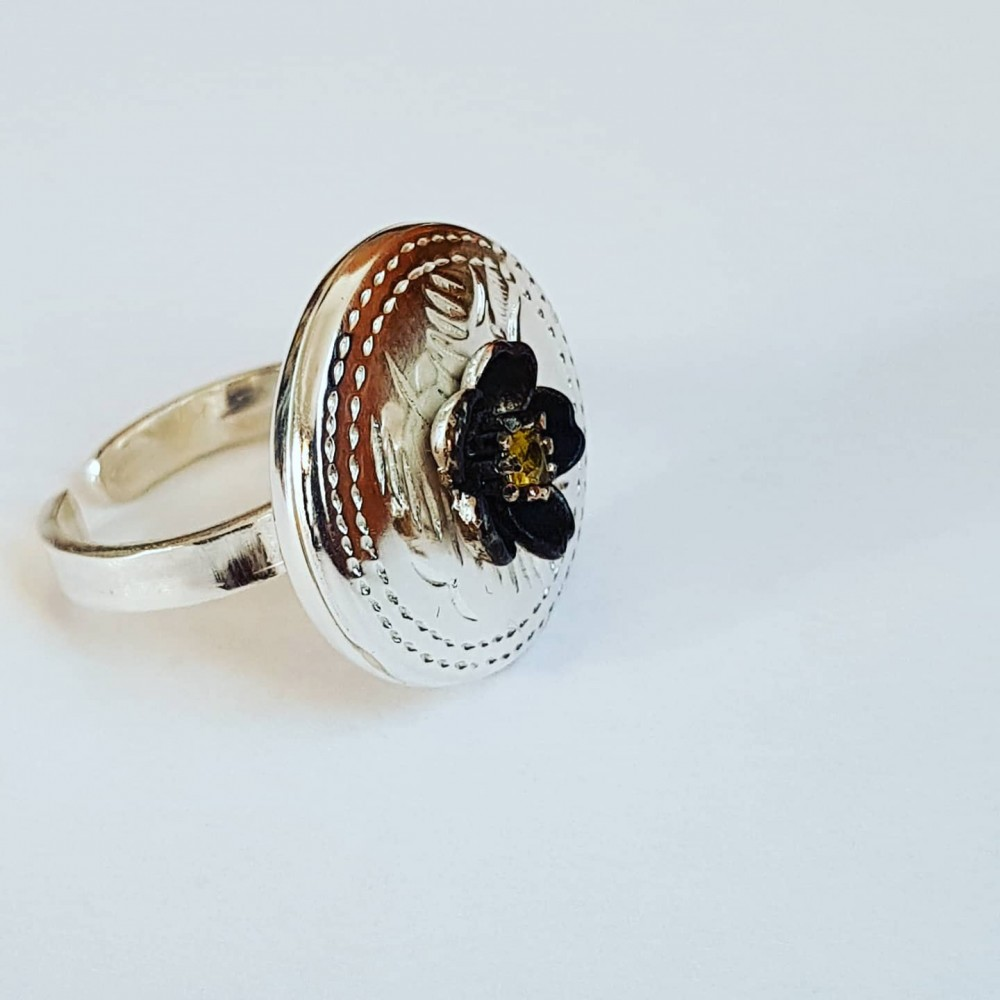 Sterling silver ring with natural sapphire Cheeky Flower