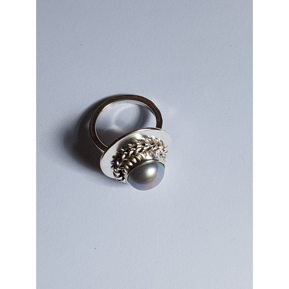 Engagement ring made entirely by hand in Ag925 silver and Miss Pearlie oil gray pearl