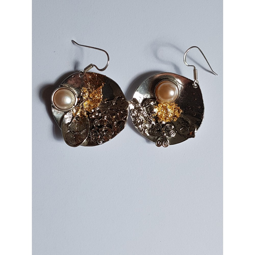 Earrings made entirely by hand in Ag925 silver and dusty pink pearl Sweet Imbroglio