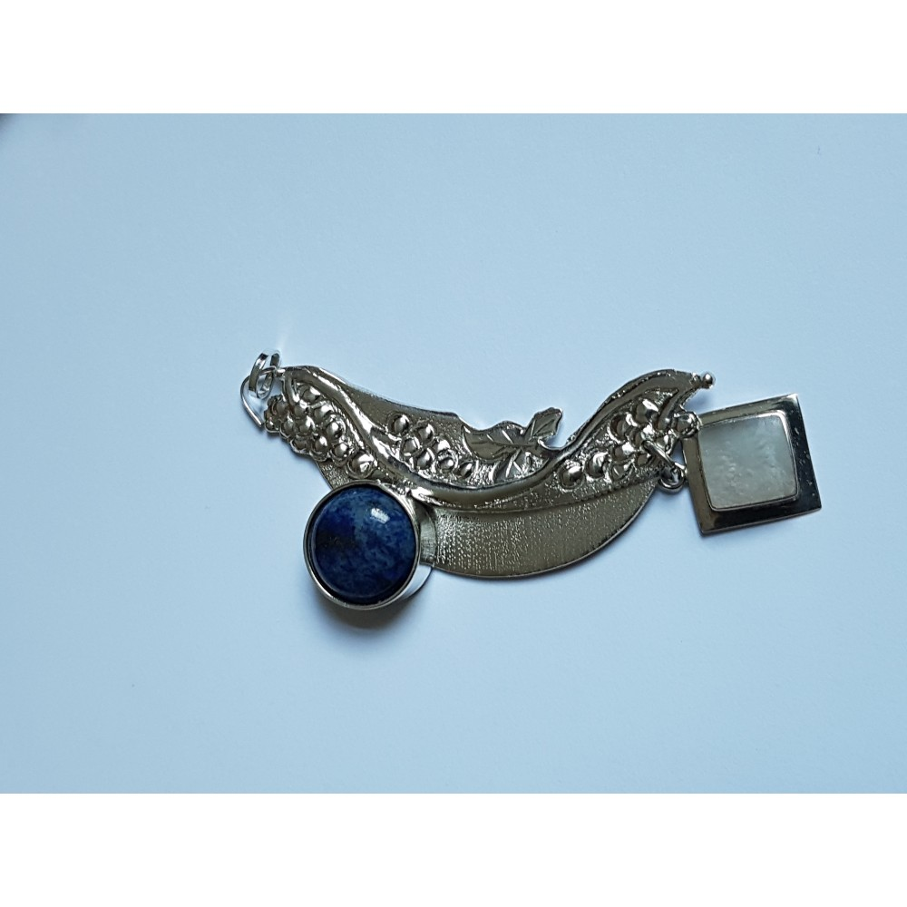 Pendant made entirely by hand in Ag925 silver with lapis lazuli and mother-of-pearl