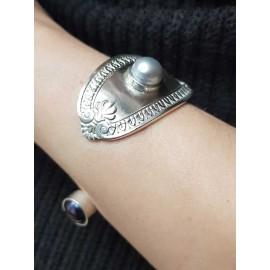 Silver cuff and cultured pearls craft