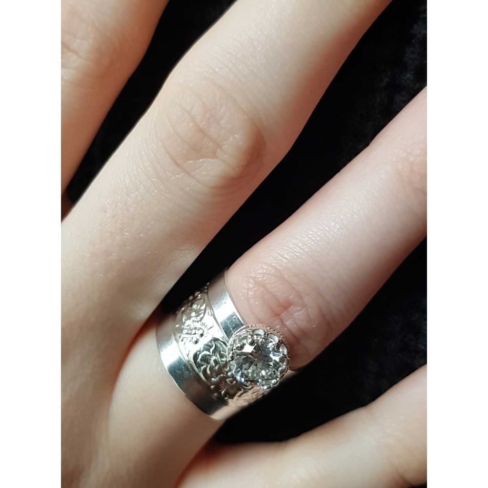 Sterling silver ring and zirconium crafted