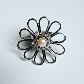 Sterling silver ring and pearl