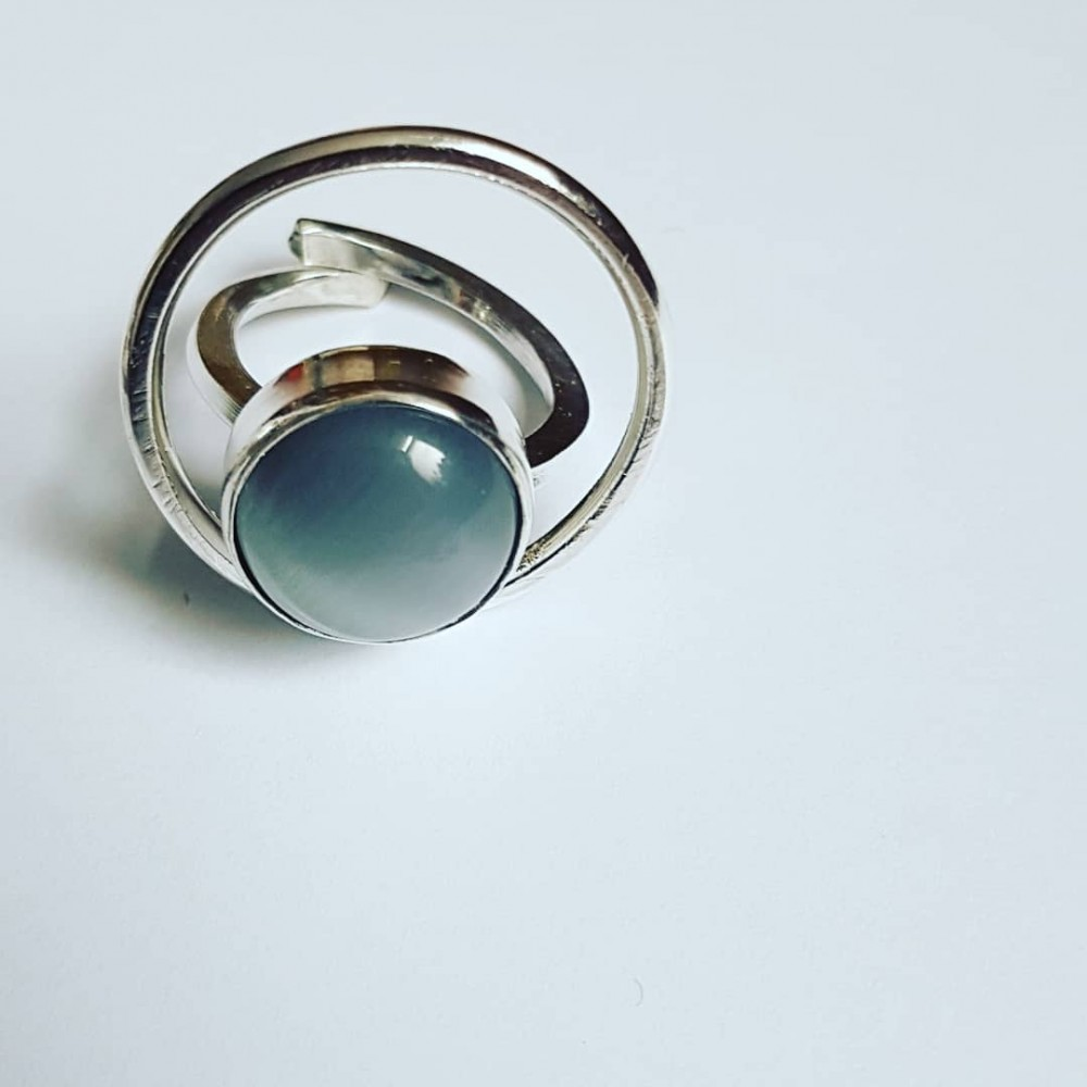 Handmade ring made of solid Ag925 silver and natural cat eyes Roundup on Gray