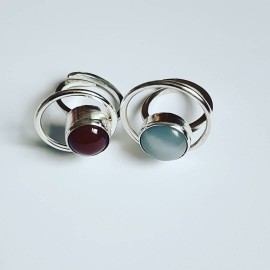 Ring made entirely by hand from Ag925 silver and natural carnelian Roundup on Red