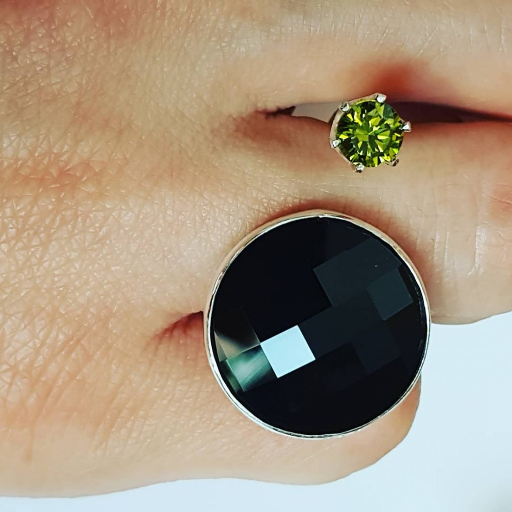 Ring made entirely by hand in Ag925 silver, black faceted Swarovski crystal and peridot