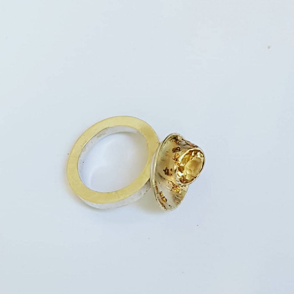 Ring made entirely by hand in Ag925 silver and citrine, with 18k gold leaf Lamp to Love