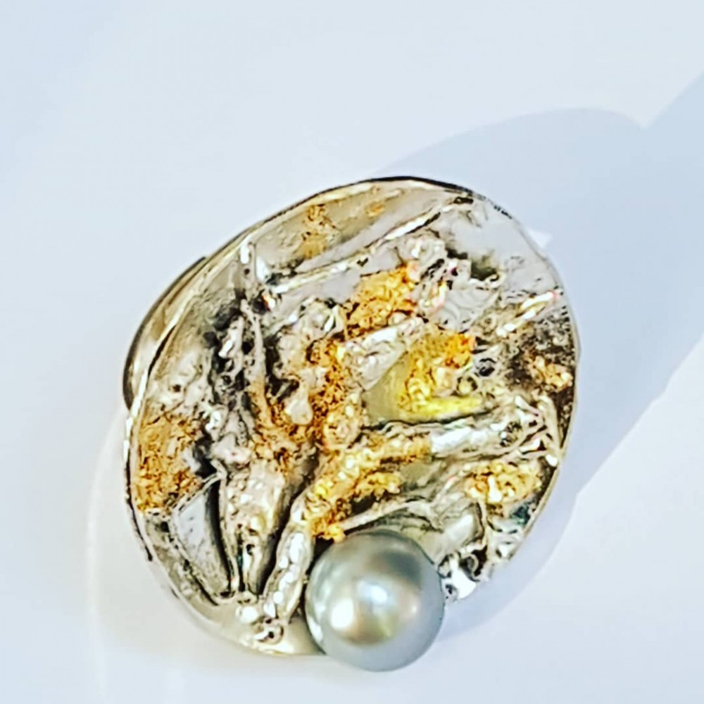 Handmade ring in solid Ag925 silver with 18k gold leaf and Mystic Layout cultured pearl