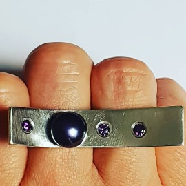 Handmade ring in solid Ag925 silver with cultured pearl and amethyst A Long Stretch of Love