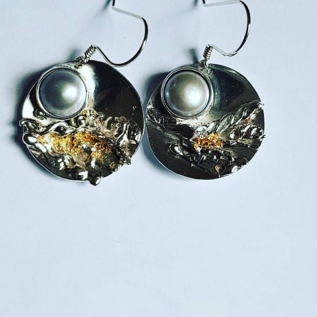 Earrings made entirely by hand in Ag925 silver, cultured pearls and 18k gold leaf, Bijuterii de argint lucrate manual, handmade