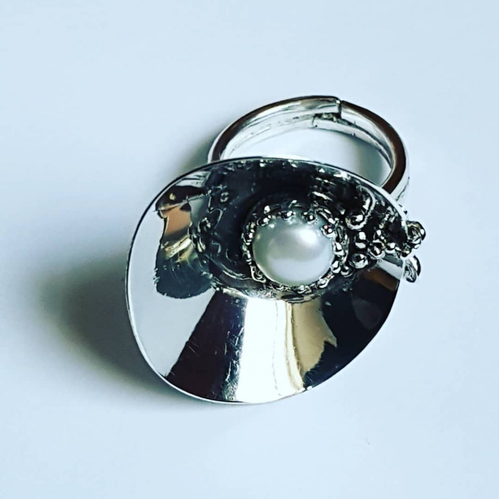 Handmade ring in solid Ag925 silver and cultured pearl Bucketfullofpearls