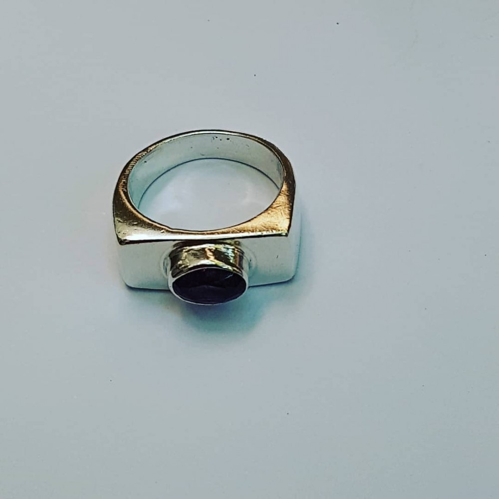 Ring made entirely by hand in Ag925 silver and natural amethyst