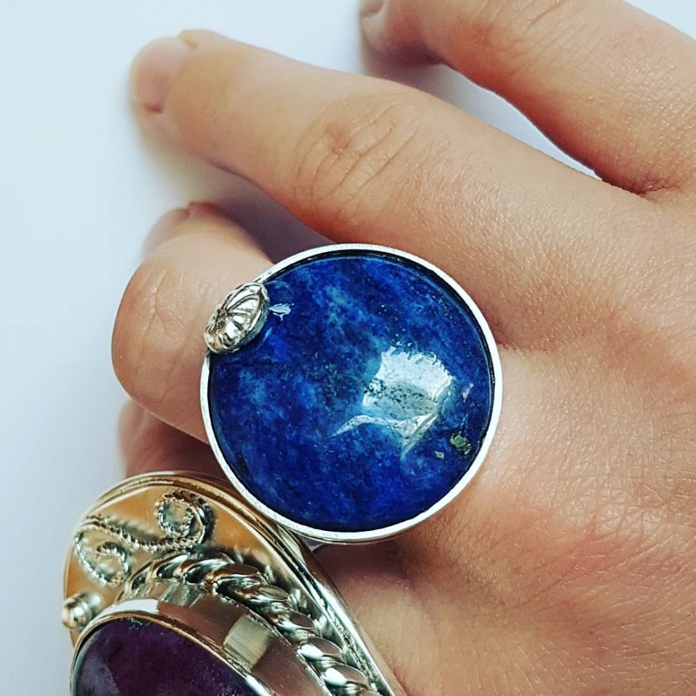 Handmade ring made entirely of solid Ag925 silver and natural blue flag lapis lazuli
