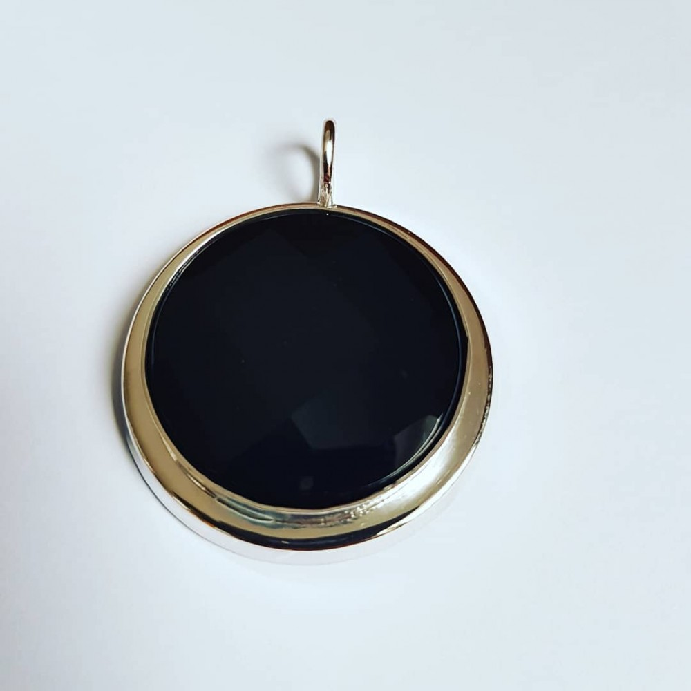 Handmade pendant made entirely of solid Ag925 silver and natural black onyx
