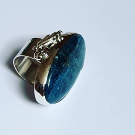 Ring made entirely by hand in solid Ag925 silver and natural apatite BluePond