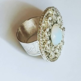 Ring made entirely by hand in solid Ag925 silver and opal BedofFlowers