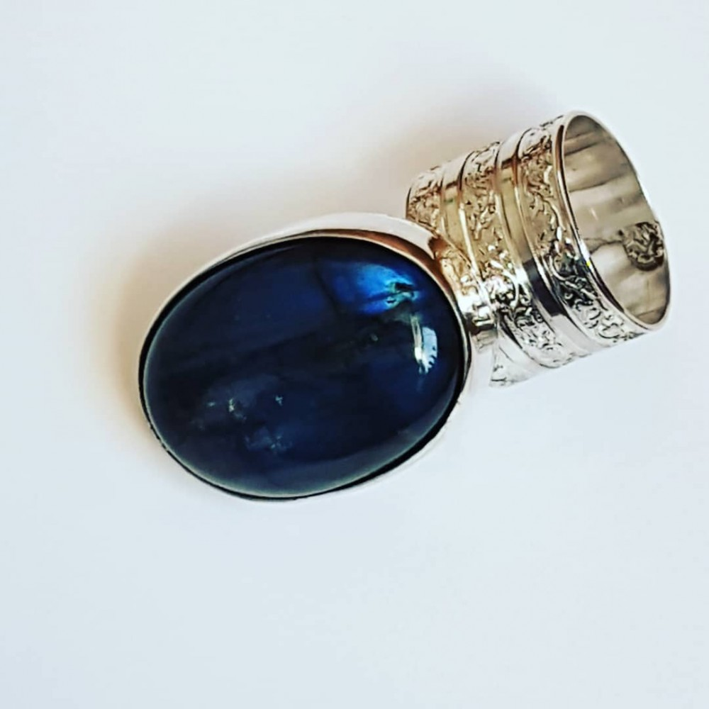 Ring made entirely by hand in solid Ag925 silver and natural labradorite Extension