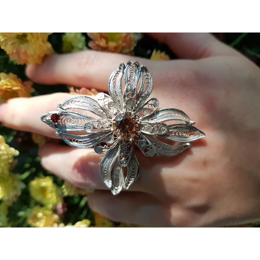 Sterling silver ring and citrine FlowerServing
