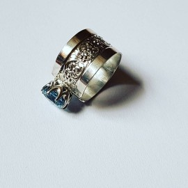 Sterling silver ring and aquamarine HindandForeLove