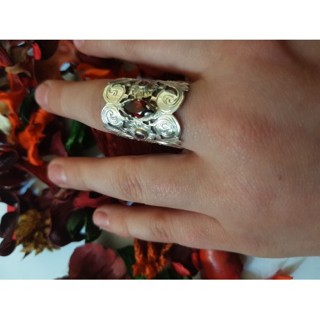 Silver sterling ring with red central granate and pink side granates, Bijuterii de argint lucrate manual, handmade