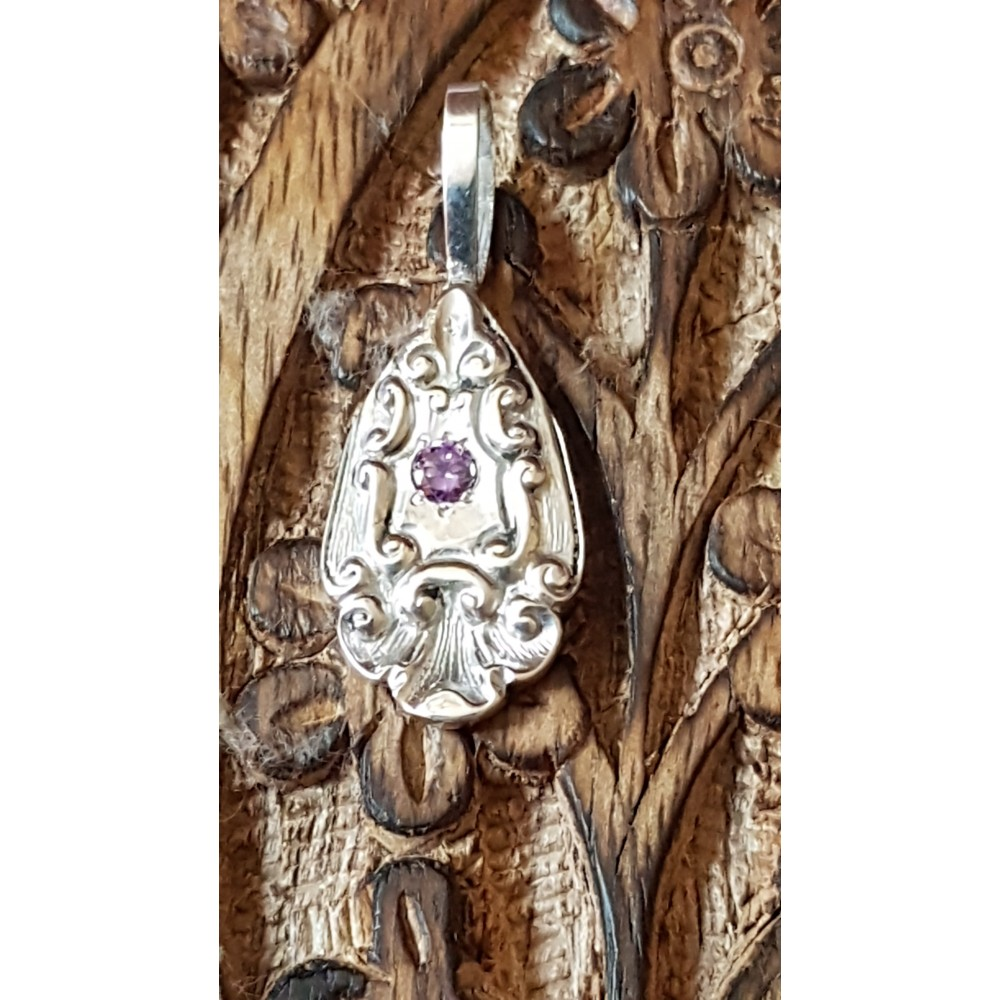 Sterling silver pendant with amethyst Flowy