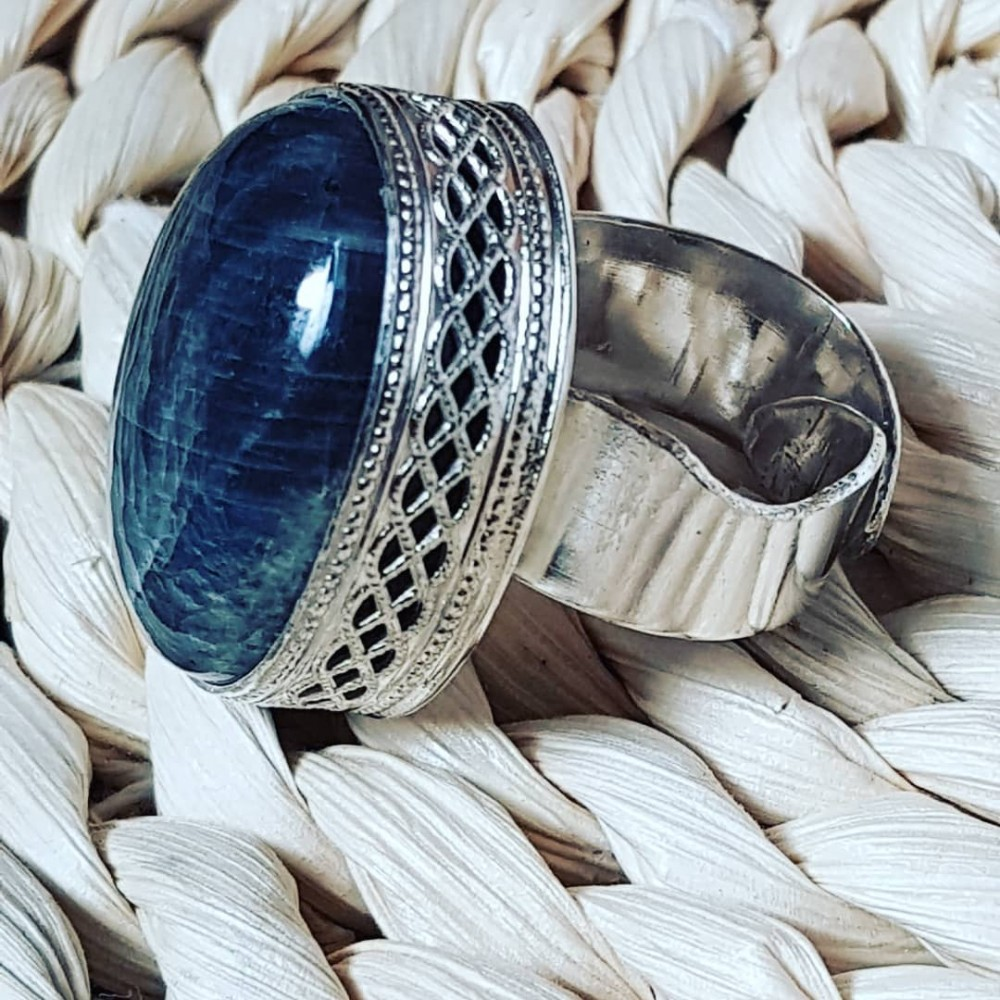 Massive Sterling silver ring with natural labradorite stone Shadiness