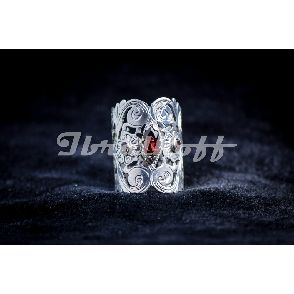 Silver ring with granates