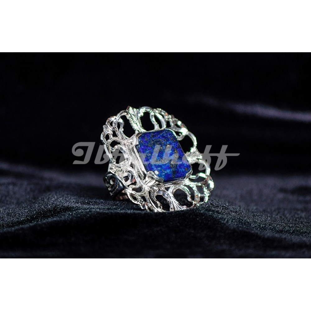 Silver ring with lapislazuli