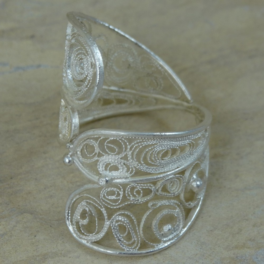 Sterling silver ring with pure filigree IN THE GRIP OF LOVE