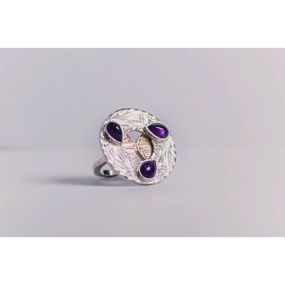 Sterling silver ring, with three teardrop-shaped amethyst stones, 14 k gold, engraved, handmade& handcrafted