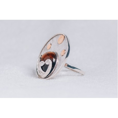 Large sterling silver ring with cabochon hazel Tiger's eye and three gold rounds, Bijuterii de argint lucrate manual, handmade