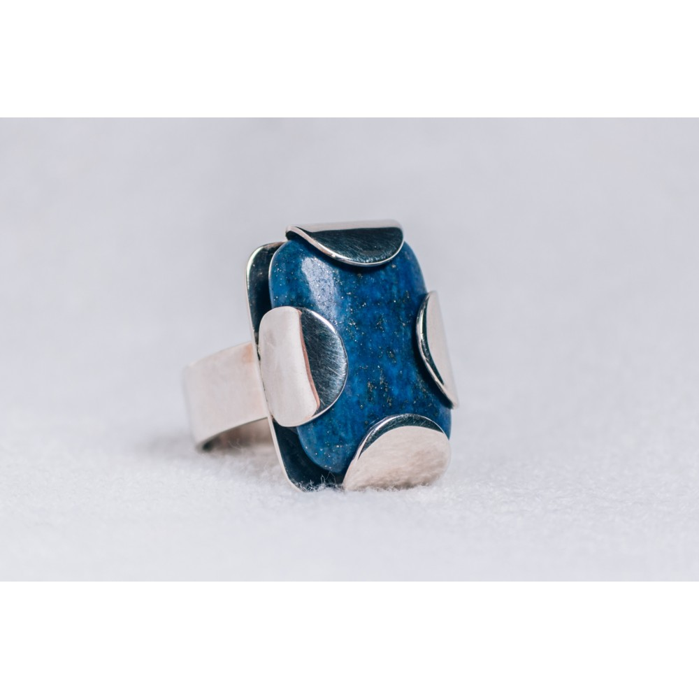 Large sterling silver ring with rectangular lapis lazuli
