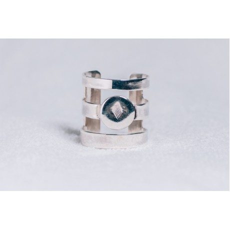 Large sterling silver ring with spaces between and diamond imprinted central motif, Bijuterii de argint lucrate manual, handmade