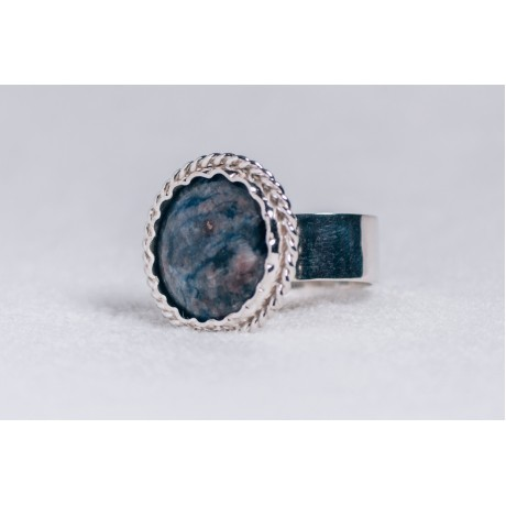 Large sterling silver ring with deep blue saddolit, Bijuterii de argint lucrate manual, handmade