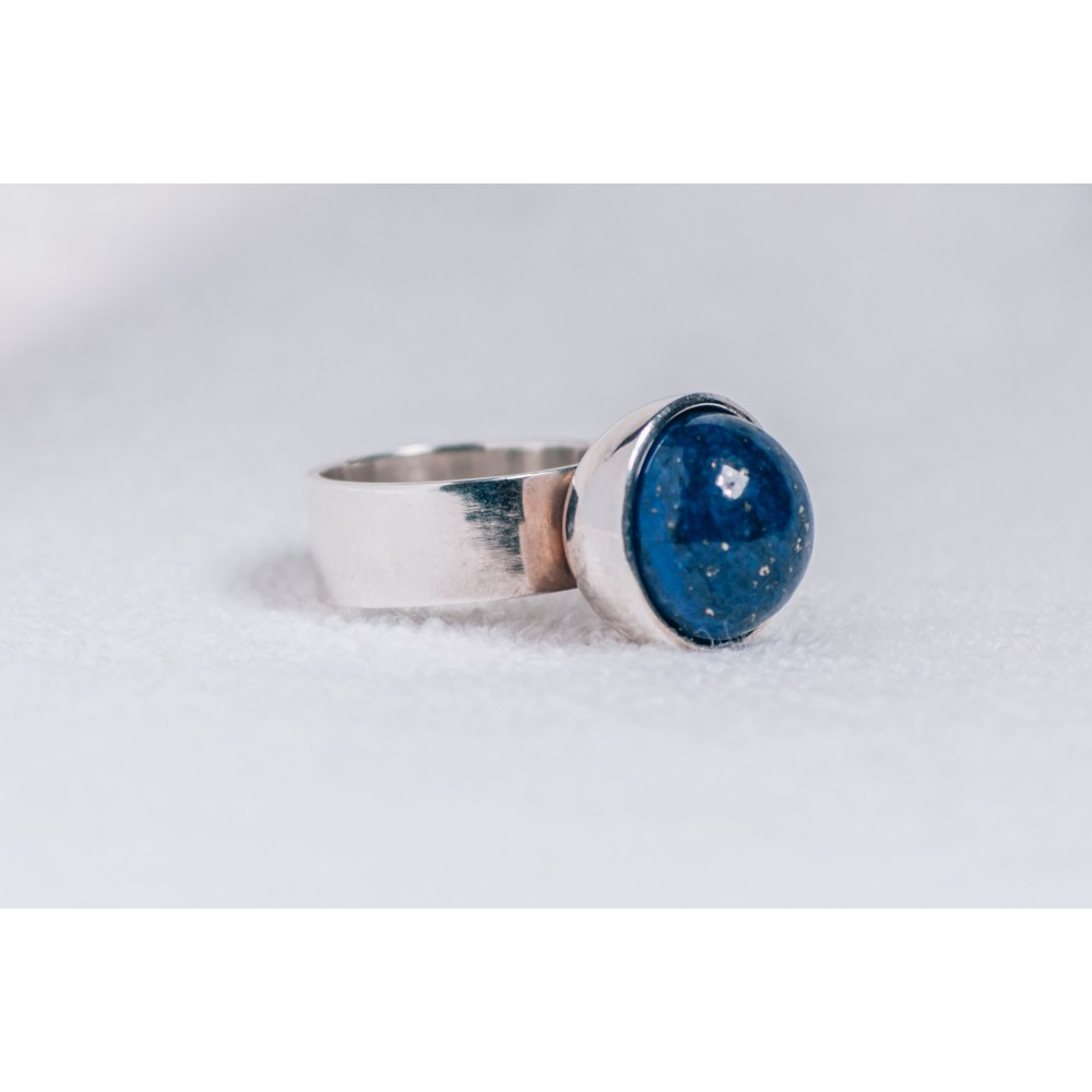 Large sterling silver ring, with lapislazuli