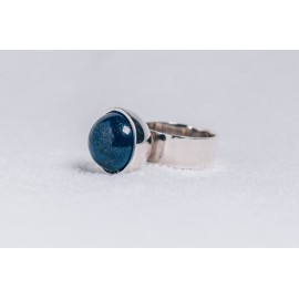 Large sterling silver ring with lapis lazuli