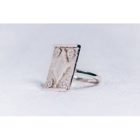 Large sterling silver ring with central diamond shape, Bijuterii de argint lucrate manual, handmade