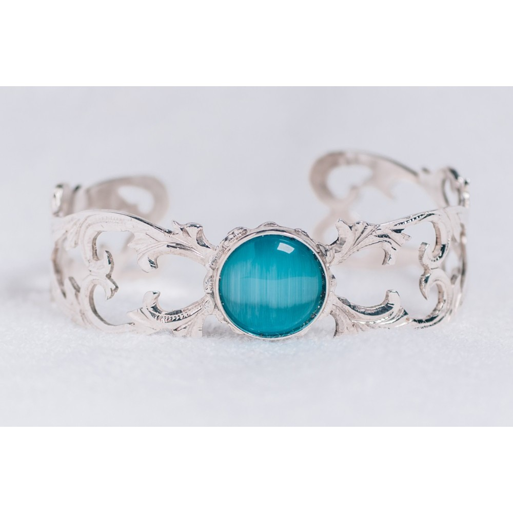 Sterling silver bracelet with light blue cat's eye stones