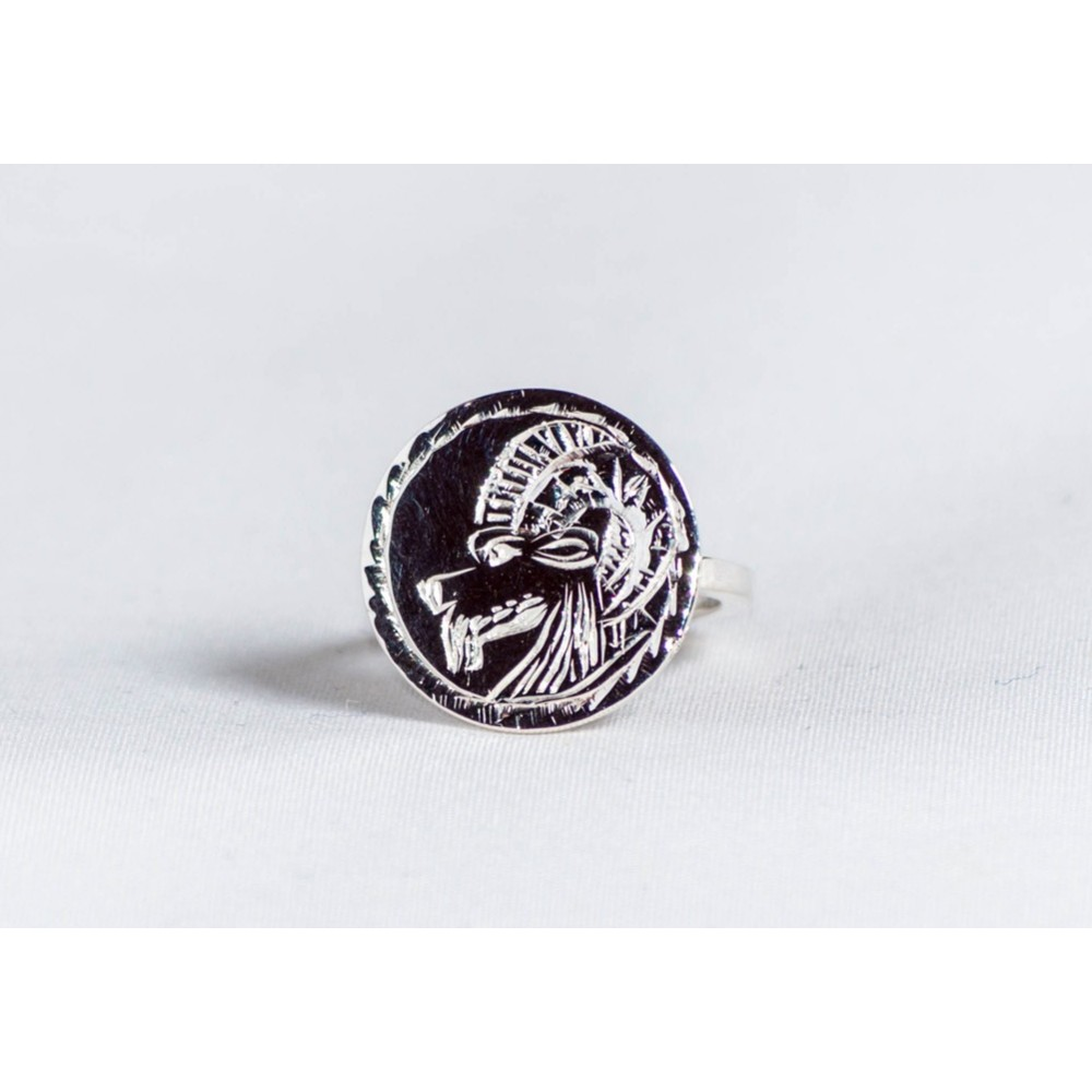 Sterling silver ring with engraved zoomorphic symbol, handmade & handcrafted, design by Ibralhoff