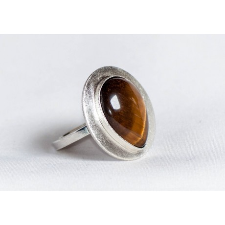 Large sterling silver ring with teardrop-shaped tiger's eye, handmade & handcrafted, design by Ibralhoff, Bijuterii de argint lucrate manual, handmade